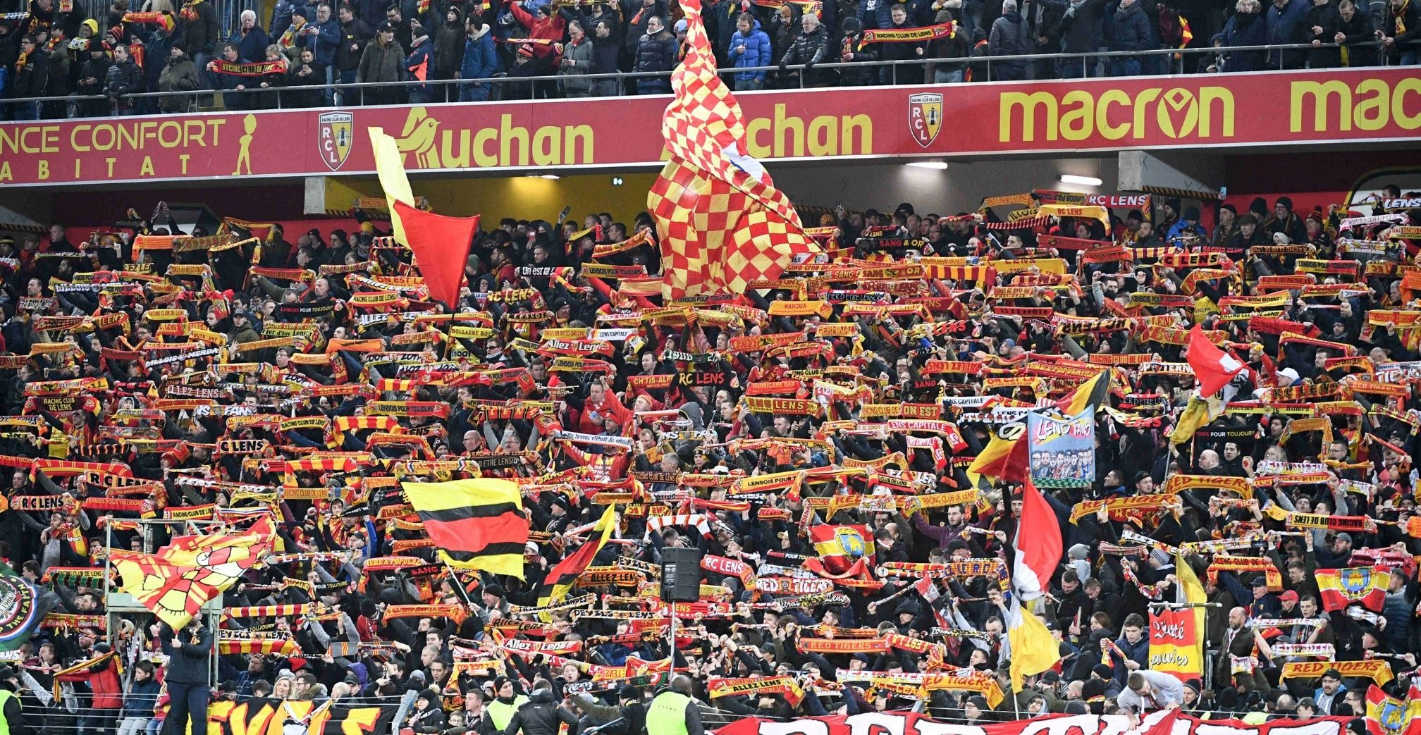 Lens supporters colour atmopshere
