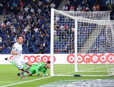 PSG OM Florian Thauvin puts the winner past Sergio Rico in the Classique