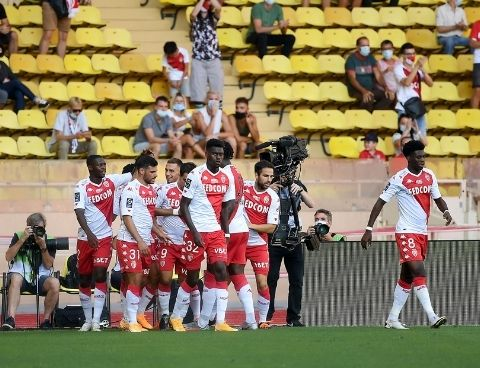 Monaco celebrate goal against Nantes